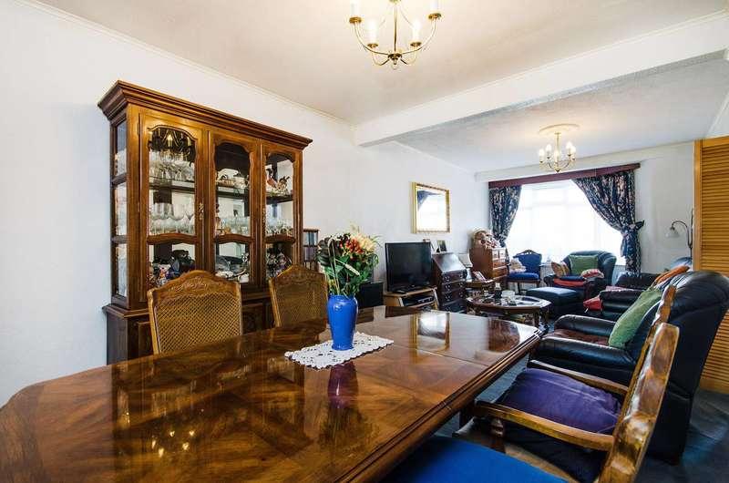 3 Bedrooms House for sale in Wickham Road, Harrow Weald, HA3