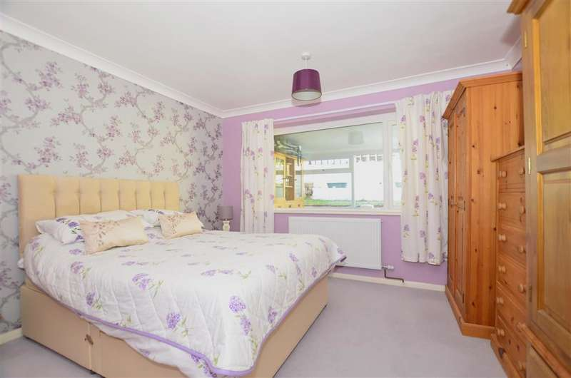 2 Bedrooms Bungalow for sale in Nickleby Close, Rochester, Kent