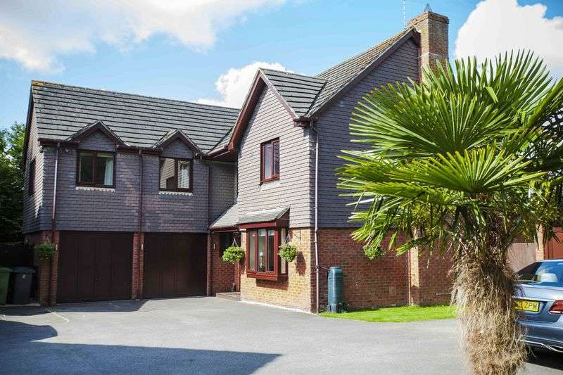 5 Bedrooms Detached House for sale in Forge Close, Bramley Village