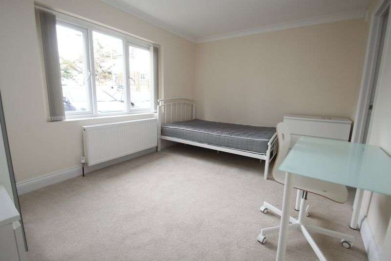 6 Bedrooms House for rent in Holdenhurst Road, Bournemouth