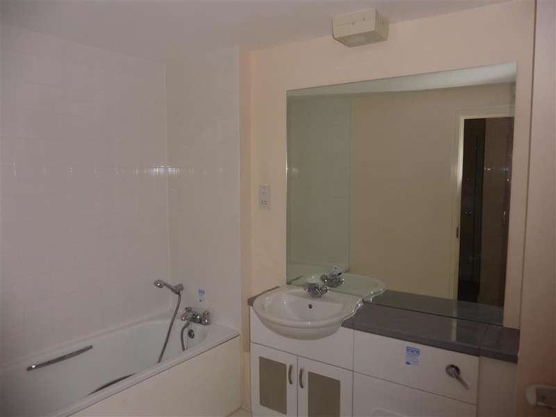 2 Bedrooms Ground Flat for sale in Barrier Road, Chatham, Kent