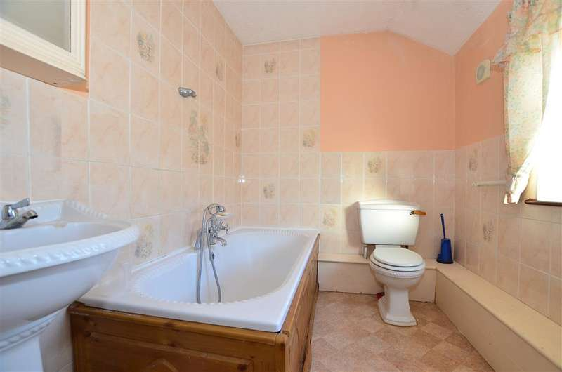 4 Bedrooms End Of Terrace House for sale in St. Williams Way, Rochester, Kent