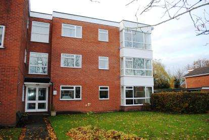 2 Bedrooms Flat for sale in Rowan Lodge, Dairyground Road, Bramhall, Stockport