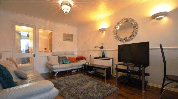 2 Bedrooms Apartment Flat for sale in Hawthorne Crescent, West Drayton