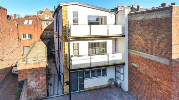 2 Bedrooms Apartment Flat for sale in Nicholsons Lane, Maidenhead, Berkshire