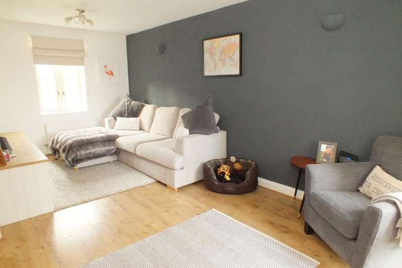 3 Bedrooms Terraced House for sale in Kempsford