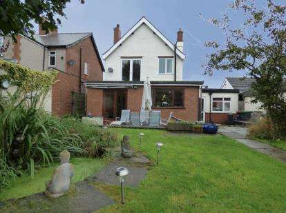 3 Bedrooms Detached House for sale in Huthwaite Road, Sutton-In-Ashfield, Nottinghamshire