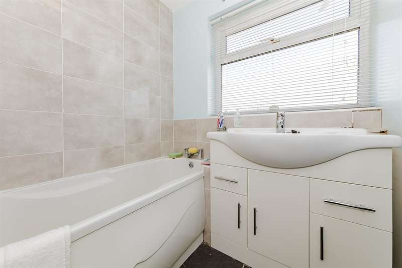 3 Bedrooms Detached House for sale in Dankton Gardens, Sompting, West Sussex, BN15 0DX
