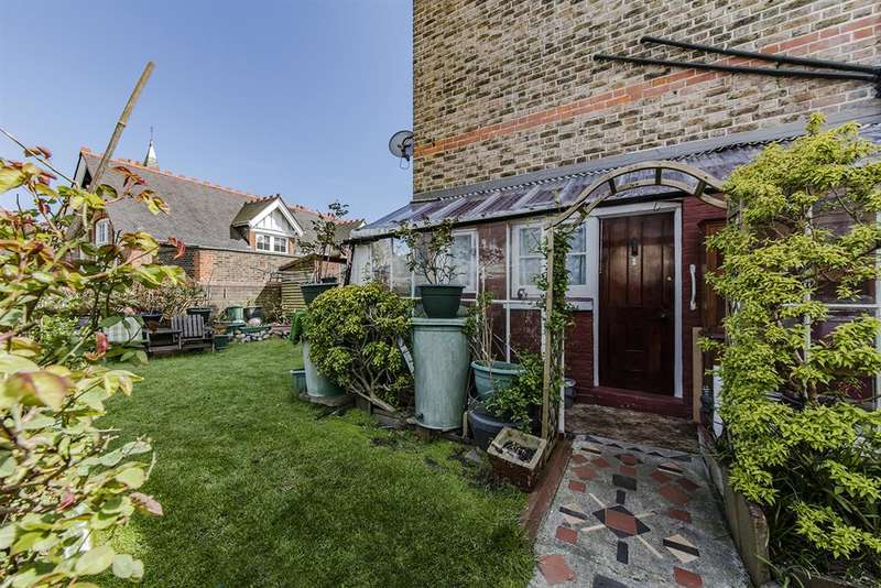 4 Bedrooms End Of Terrace House for sale in Ashdown Road, Worthing, , BN11 1DF