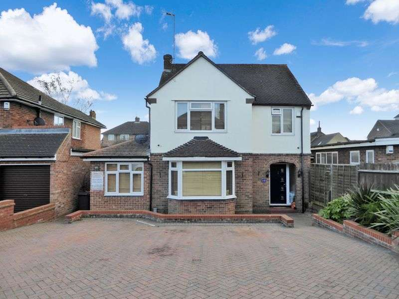 4 Bedrooms Detached House for sale in Lovers Walk, Dunstable
