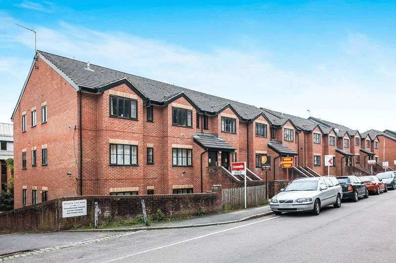 1 Bedroom Flat for sale in Garlands Road, REDHILL, Surrey