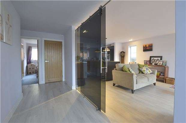 3 Bedrooms Detached Bungalow for sale in Bredon, Tewkesbury, Gloucestershire, GL20 7LG