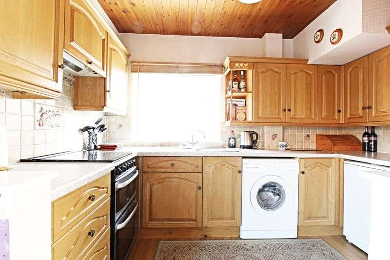 2 Bedrooms Semi Detached House for sale in 12th Avenue, Hull