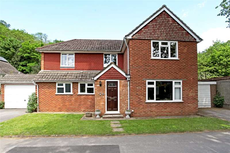 5 Bedrooms Detached House for sale in Newstead Close, Godalming, Surrey, GU7
