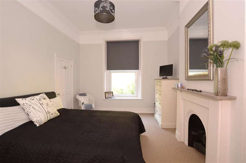 2 Bedrooms Flat for sale in St. Boniface Road, Ventnor, Isle of Wight