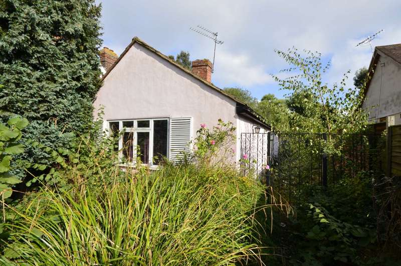 2 Bedrooms Bungalow for sale in Beaufort Road, Billericay