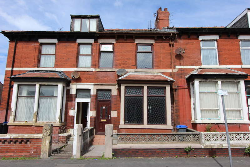 5 Bedrooms Terraced House for sale in Keswick Road, Blackpool