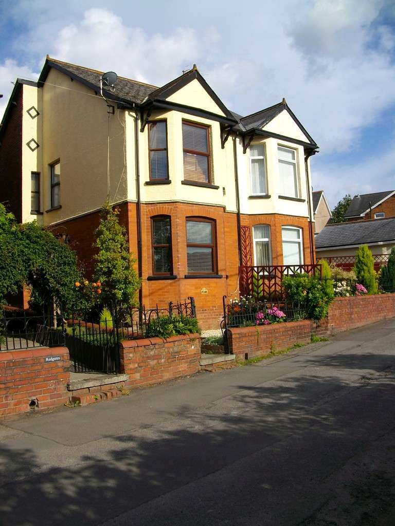 3 Bedrooms Semi Detached House for sale in Old Penygarn, Pontypool