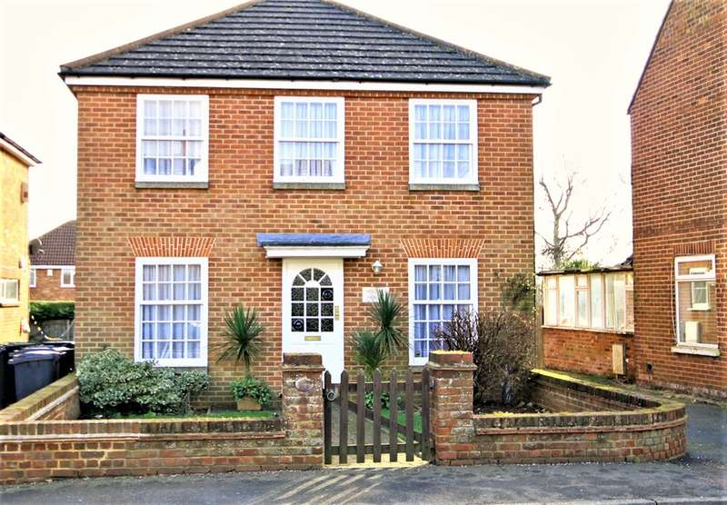 4 Bedrooms Detached House for sale in Rough Common Road, Rough Common