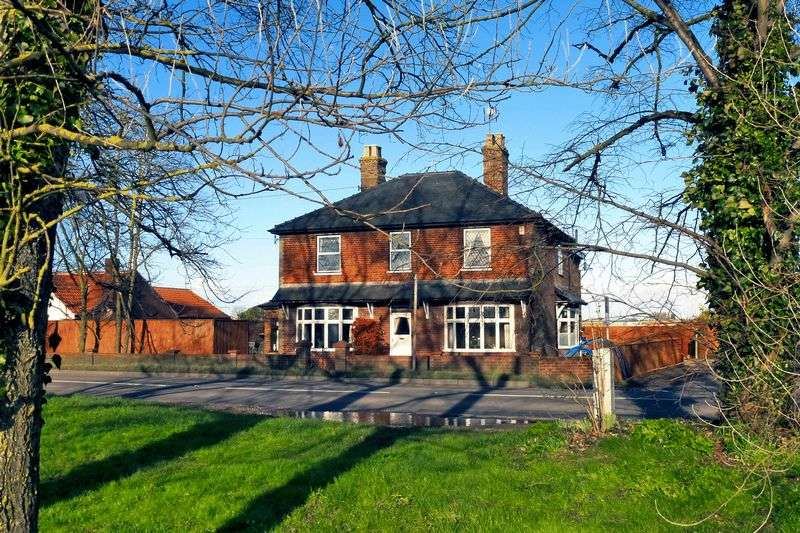 4 Bedrooms Detached House for sale in Wisbech Road, Outwell, Norfolk