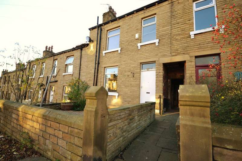 3 Bedrooms Terraced House for sale in Clough Road, Birkby