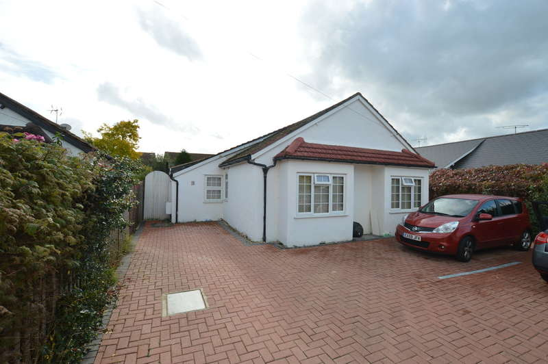 5 Bedrooms Detached House for sale in Royston Way, Burnham