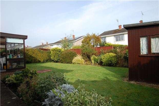 2 Bedrooms Detached Bungalow for sale in Hurn Lane, Keynsham, BRISTOL, BS31 1RS