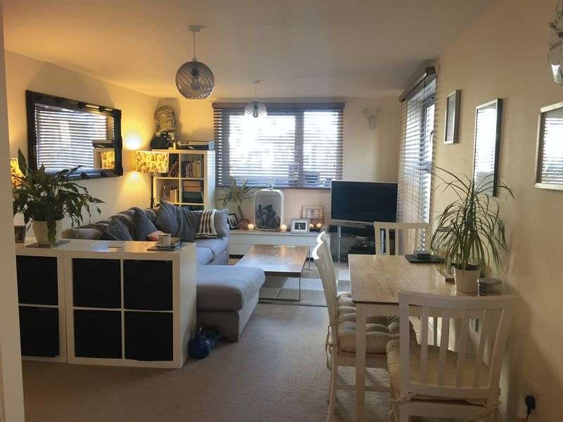 2 Bedrooms Flat for sale in Charrington Place, St Albans
