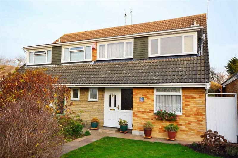 4 Bedrooms Semi Detached House for sale in Tudor Walk, Wickford