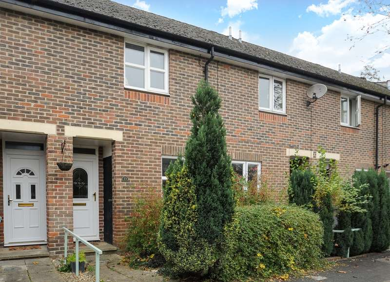 2 Bedrooms Terraced House for sale in Colson Road, Winchester, SO23