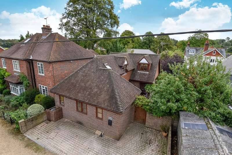 4 Bedrooms Detached House for sale in Highfield Avenue, Twyford, Winchester, SO21