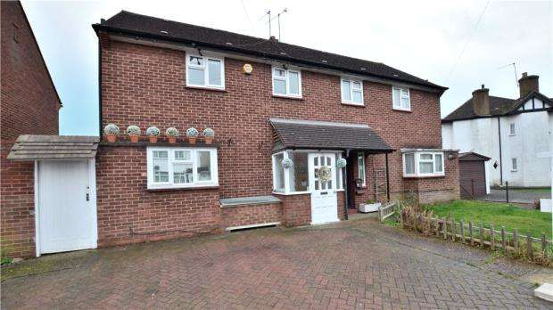 4 Bedrooms Semi Detached House for sale in Leybourne Road, Hillingdon, Middlesex