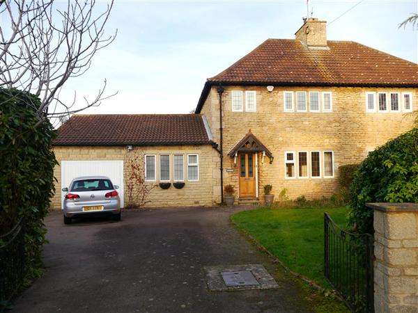 3 Bedrooms Semi Detached House for sale in Hill Avenue, Grantham