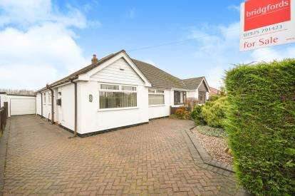 2 Bedrooms Bungalow for sale in Holly Road, Penketh, Warrington, Cheshire