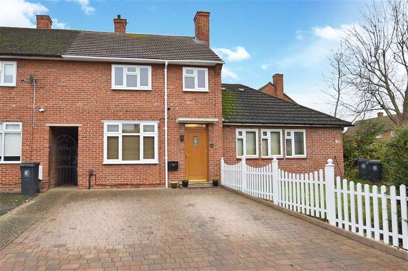 3 Bedrooms Property for sale in Willingale Road, Loughton