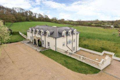 5 Bedrooms House for sale in Carrolls Farm, Bury Road, North Chingford, London