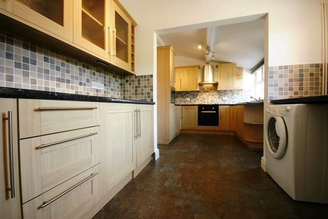 3 Bedrooms Semi Detached House for sale in Park Road, Westhoughton, BL5