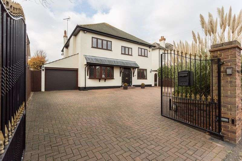 4 Bedrooms Detached House for sale in Southbourne Grove, Westcliff-On-Sea