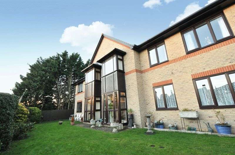 2 Bedrooms Flat for sale in Ashleigh Court, Warboys