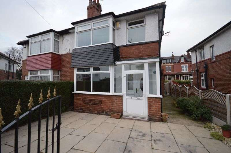 3 Bedrooms Semi Detached House for sale in Morritt Grove, Leeds