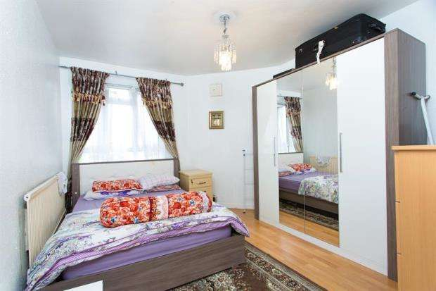 2 Bedrooms Apartment Flat for sale in Mackay House, White City Estate, London, W12