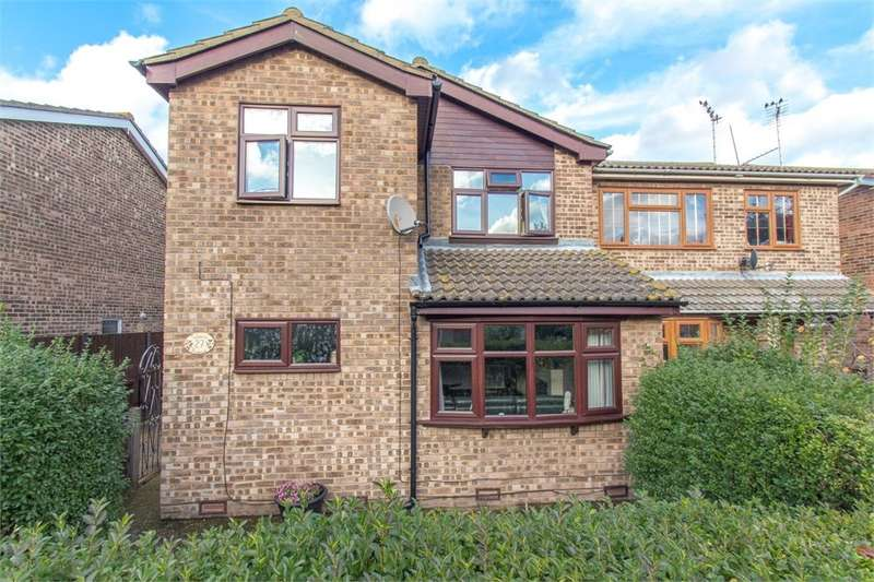 3 Bedrooms Detached House for sale in Tabora Avenue, Canvey Island, SS8