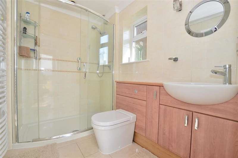 3 Bedrooms Detached Bungalow for sale in Rochester Road, Cuxton, Rochester, Kent