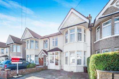 4 Bedrooms Terraced House for sale in Goodmayes, Ilford