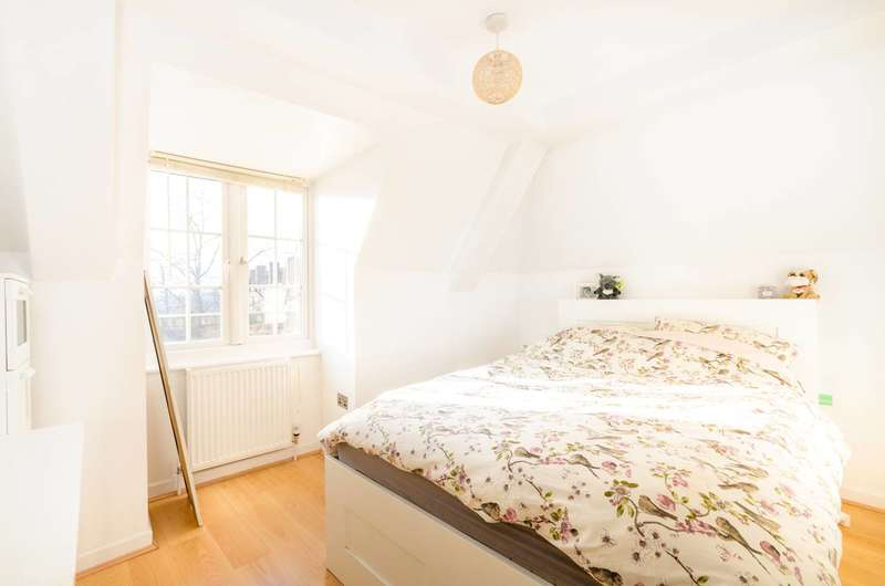 1 Bedroom Flat for sale in Dog Kennel Hill Estate, East Dulwich, SE22