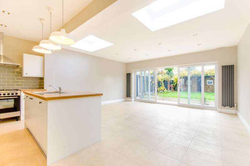 5 Bedrooms House for sale in Clova Road, Forest Gate, E7