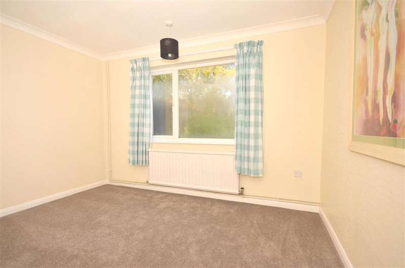 3 Bedrooms Bungalow for sale in Vicarage Street, St. Peters, Broadstairs, Kent