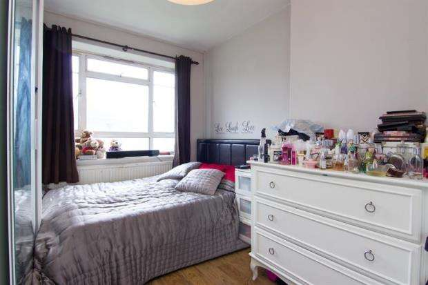 3 Bedrooms Apartment Flat for sale in Phipps House, White City Estate, London, W12