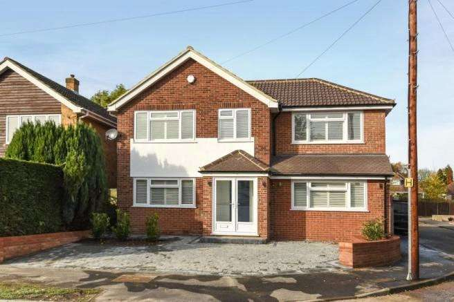 4 Bedrooms Detached House for sale in Hornbeam Road, Theydon Bois, Epping, Essex, CM16