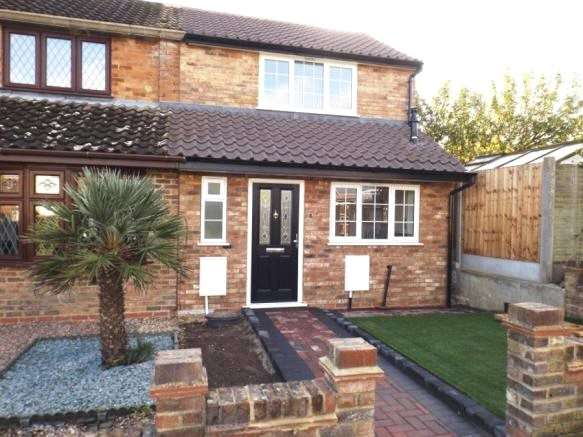 2 Bedrooms End Of Terrace House for sale in Green Glade, Theydon Bois, Essex, CM16